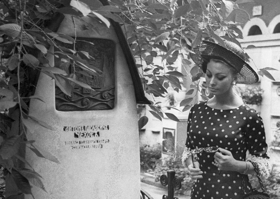 Софи Лорен на могиле Чехова, Тарантино - на могиле Пастернака