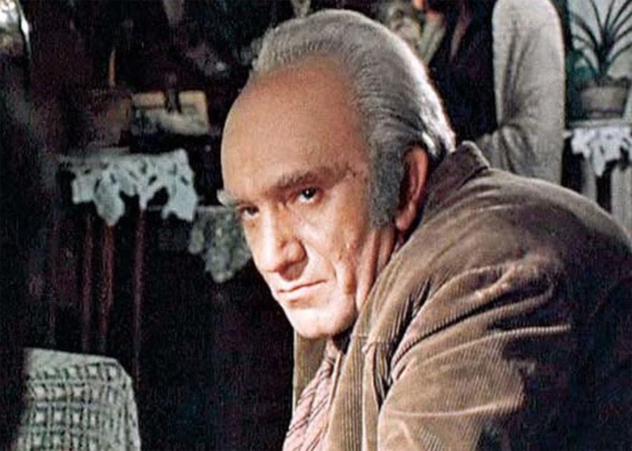 Гораздо меньше на земле армян, чем фильмов, где играл Джигарханян (с)