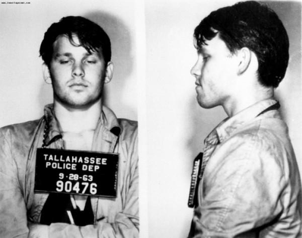 Джим Моррисон (Jim Morrison) - 1963 (за кражу зонтика и офицерского шлема из патрульной машины)