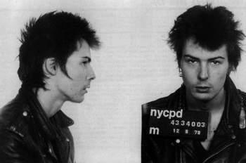"""Сид Вишес (R.I.P.), бас-гитарист """"The Sex Pictols"""". Арестован по обвинению в убийстве"""