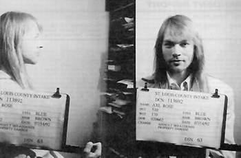 """Эксл Роуз, вокалист Guns & Roses (альбомы """"Appetite for Destruction"""", """"The Lies, The Sex, The Violence"""", """"Use Your Illusion""""). Арестован 14 марта 1992 года – драка, сопротивление полиции."""