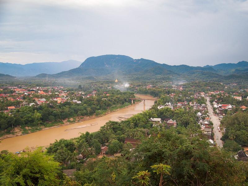 Вид на Луанг Прабанг с холма Пуси