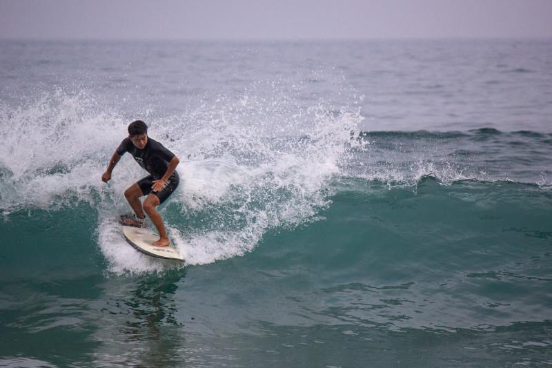 Это самая натуральная корейская волна на острове Чеджу с корейским серфером на ней )