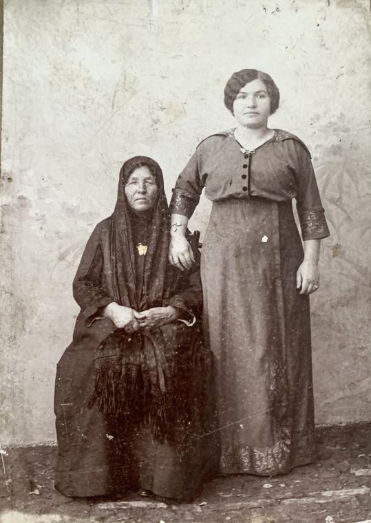Прабабушка и ее бабушка
