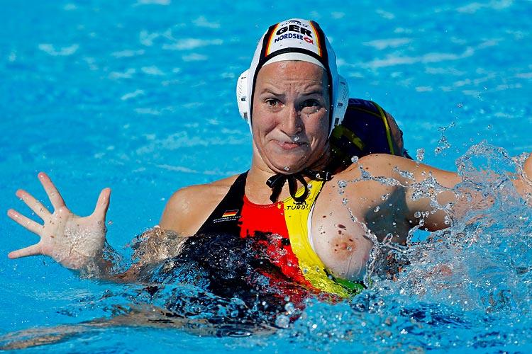 Случайный казус спортсменок фото 795-554