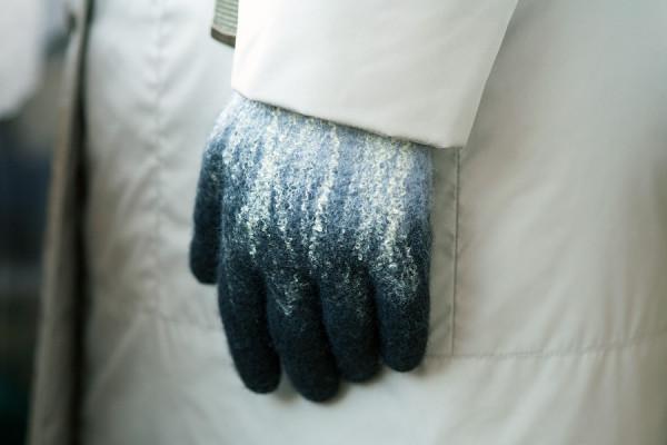 Перчатки и пальто