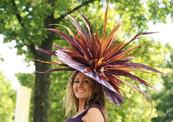 Необычная шляпа из бумаги