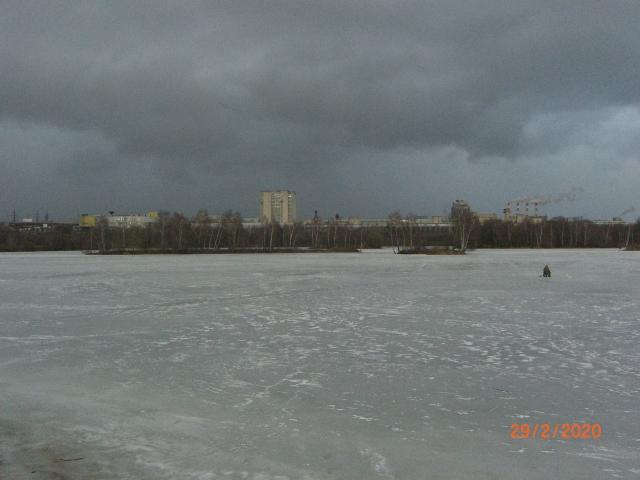 Кировский залив. На Строгинском берегу