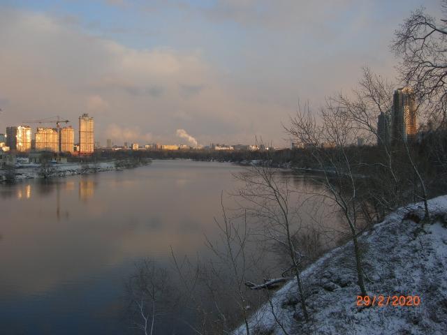 Широкое русло Москвы-реки