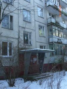 Подъезд панельной пятиэтажки в Давыдково