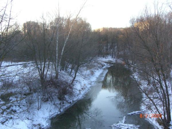 Река Сетунь в Давыдково. Вид с моста на Нежинской улице