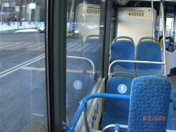 В салоне электробуса, едущего по Нежинской улице
