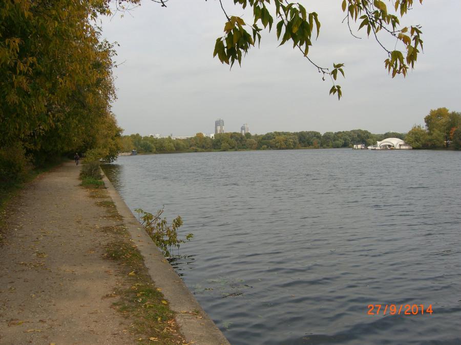 На берегу Москвы-реки в Троице-Лыково. Вид в сторону Строгино