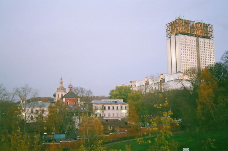 Андреевский монастырь и здание Президиума АН СССР. Вид с Андреевских прудов