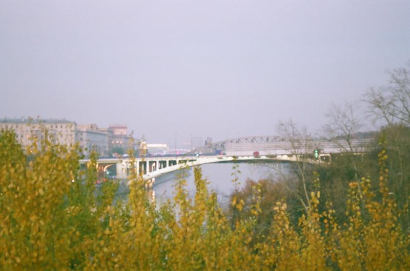 Вид на Фрунзенскую набережную с Андреевских прудов