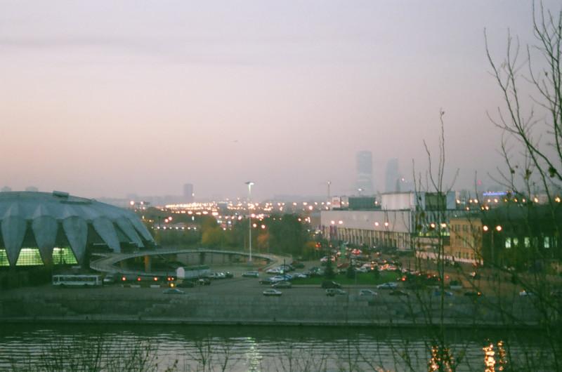 Вид на Лужники и Москва-Сити с Андреевских прудов