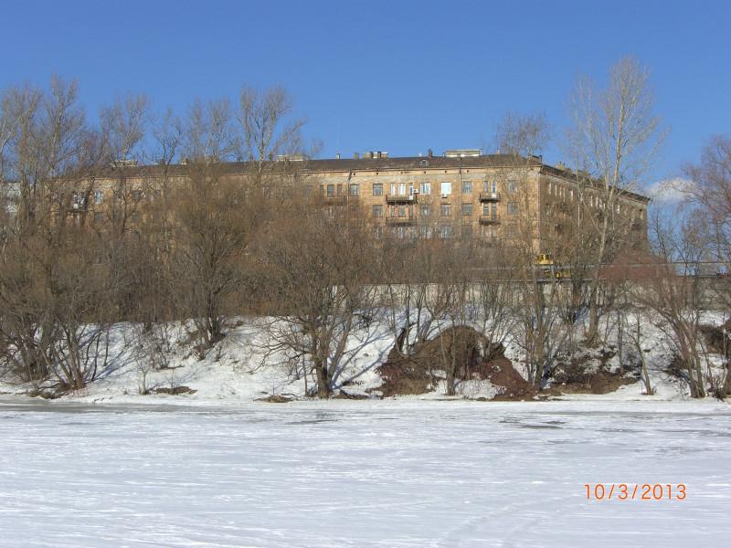 Берег Москвы-реки на улице Шеногина