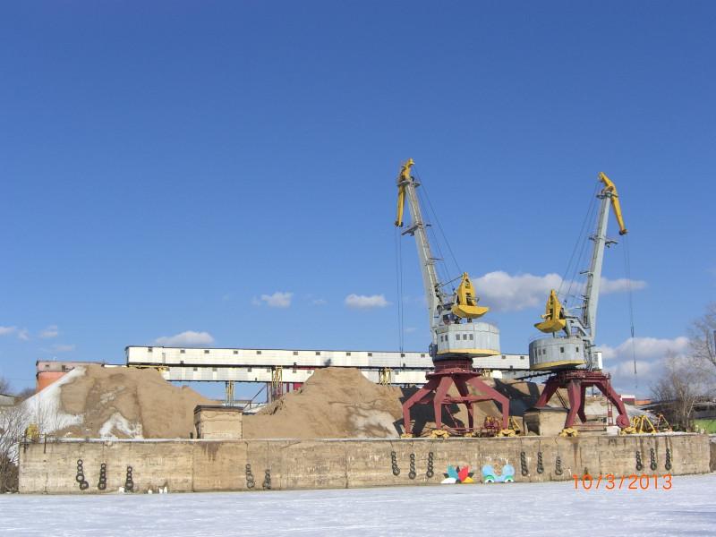 Краны на пристани Краснопресненского завода ЖБК