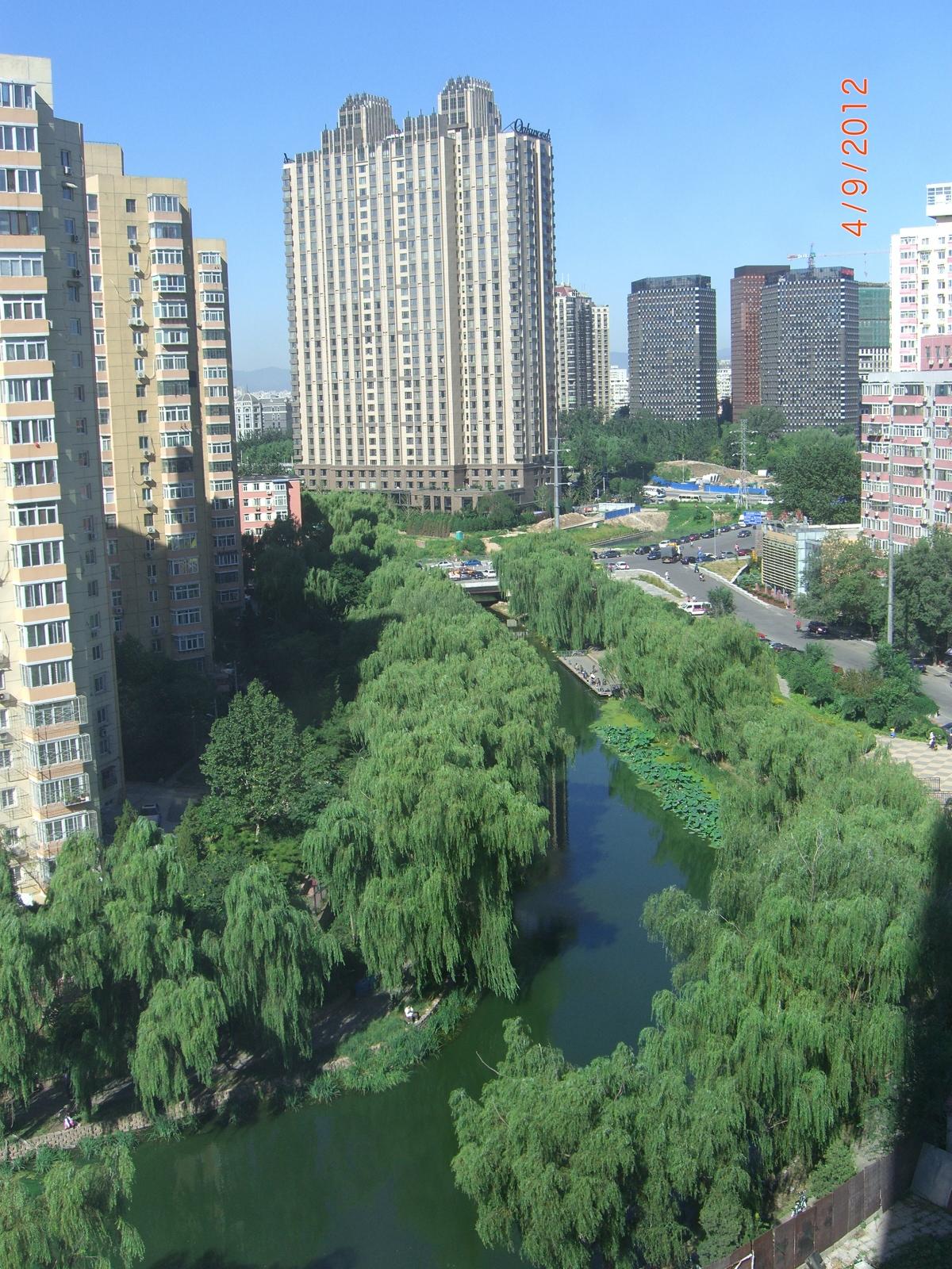 """Река под окнами гостиницы """"Ю-ян"""""""