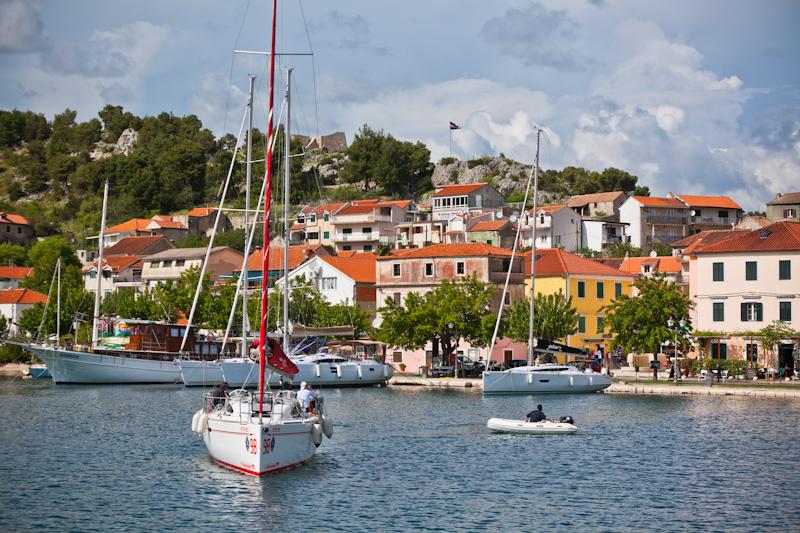 dvoevnore.com: Панорама города Скрадин, Хорватия. Skradin, Croatia cityscape view