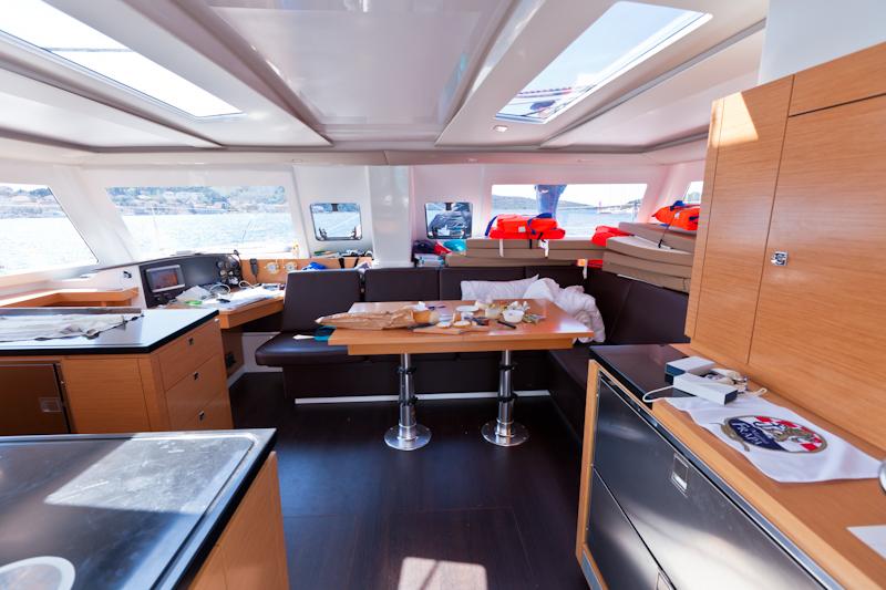 dvoevnore.com: Вид яхтенной каюты изнутри. A yacht inside
