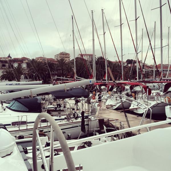dvoevnore.com: Яхты в марине города Трогир, Хорватия. Yachts  at Trogir marina, Croatia