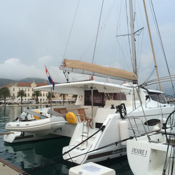 dvoevnore.com: Яхта в марине города Трогир, Хорватия. Yacht  at Trogir marina, Croatia