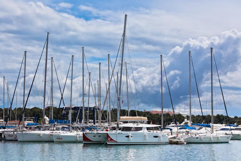 dvoevnore.com: Яхты в марине города Водице, Хорватия. Yachts at Vodice marina, Croatia