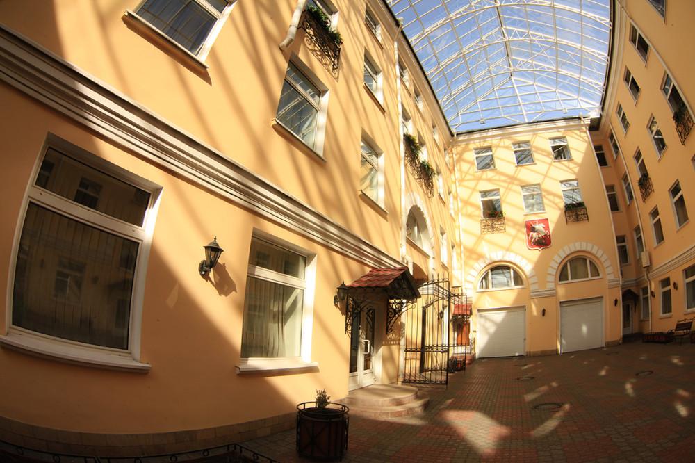 Двор колодец в доме москвы