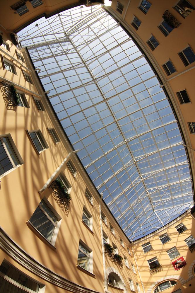 Крыша двора колодца в доме москвы