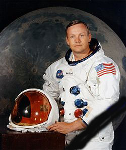 250px-Neil_Armstrong_pose