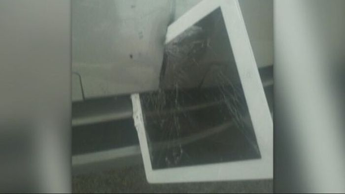 ipad_stuck_in_car_bumper_04
