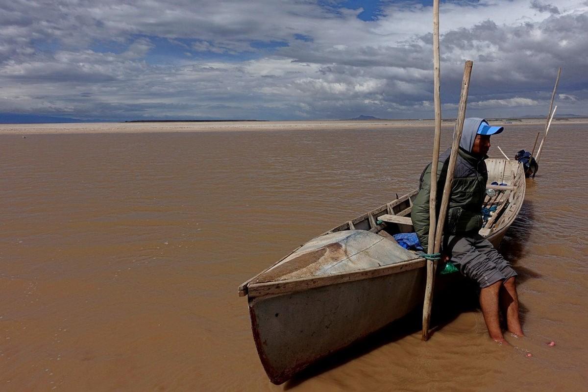 Озеро Поопо в Боливии превратилось в пустыню