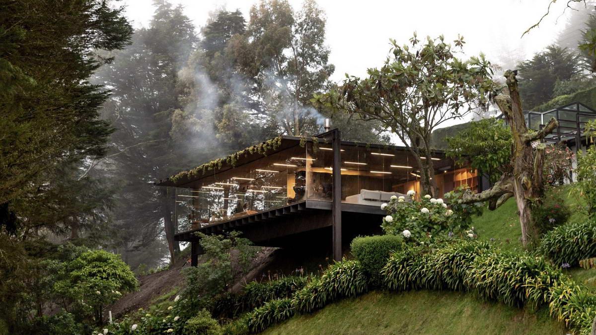 Пристройка к дому на склоне в эквадорском лесу