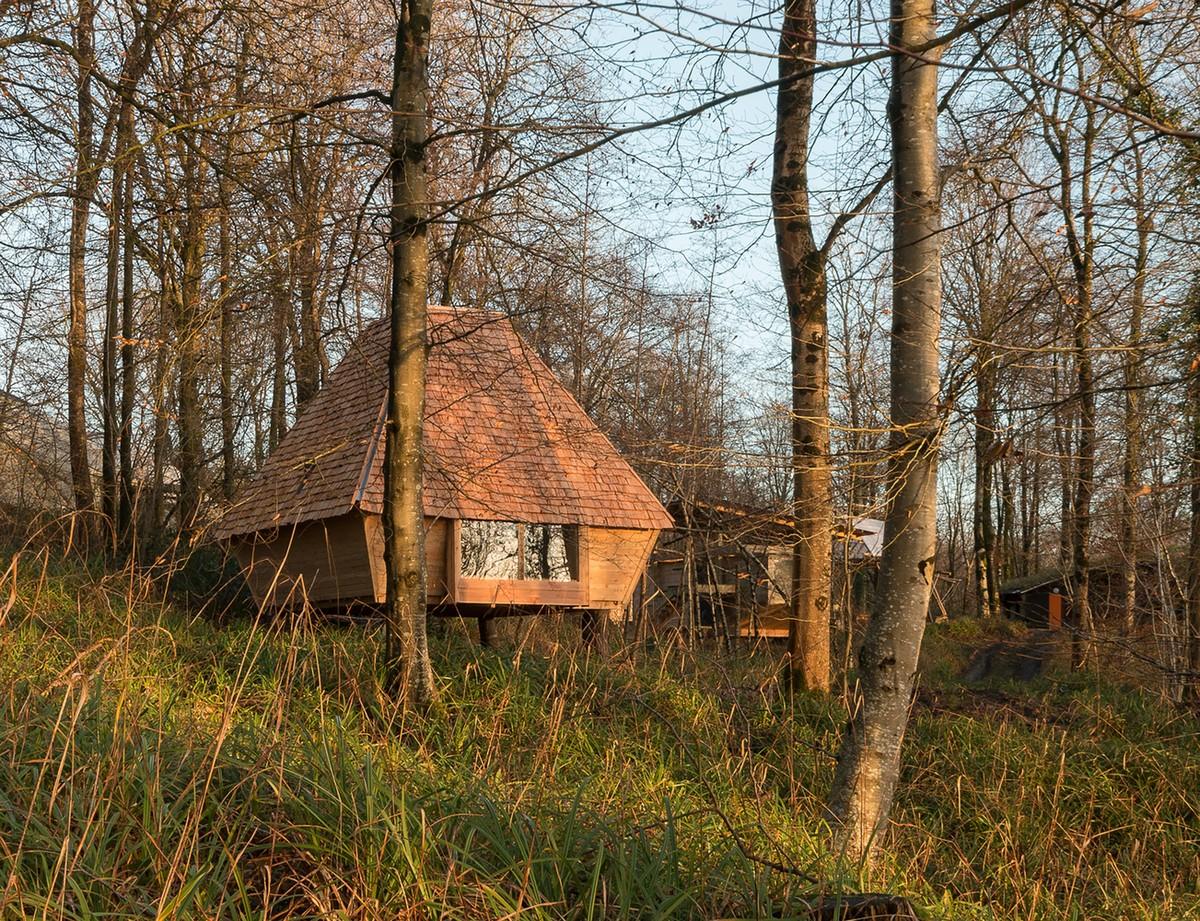 Небольшой домик в лесу Великобритании