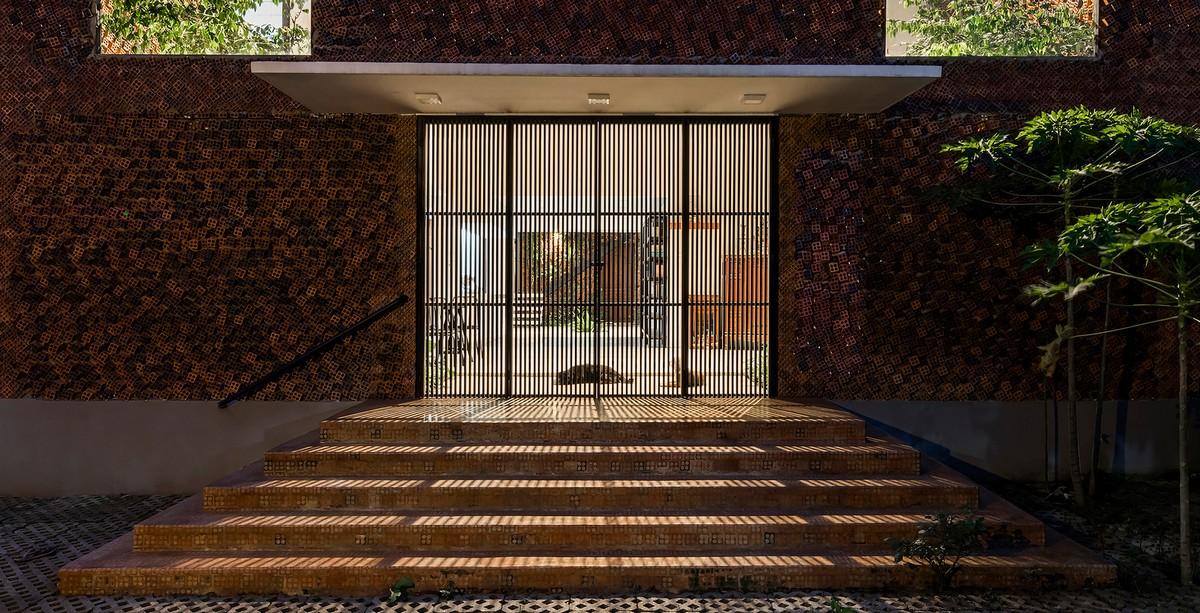 Дом с дышащими кирпичными стенами во Вьетнаме