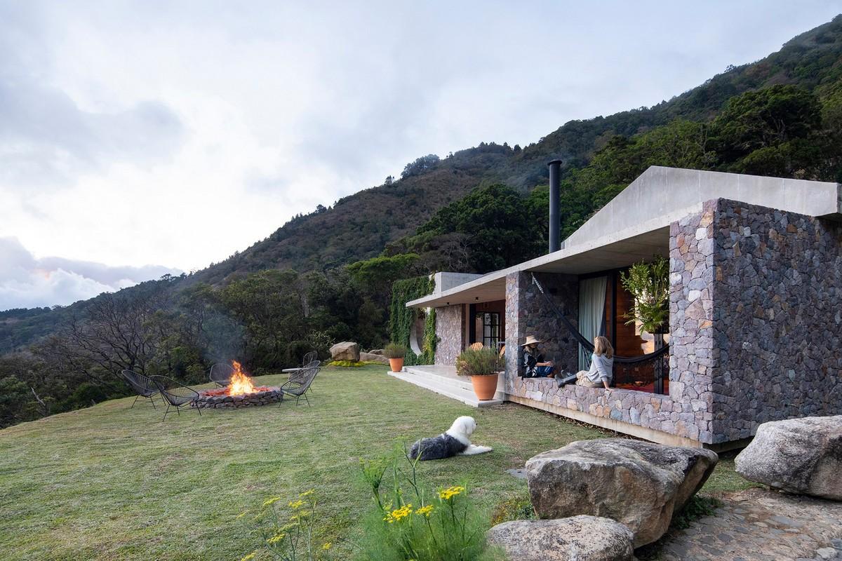 Каменный дом для отдыха в горах Пальмичал-де-Акоста в Коста-Рике