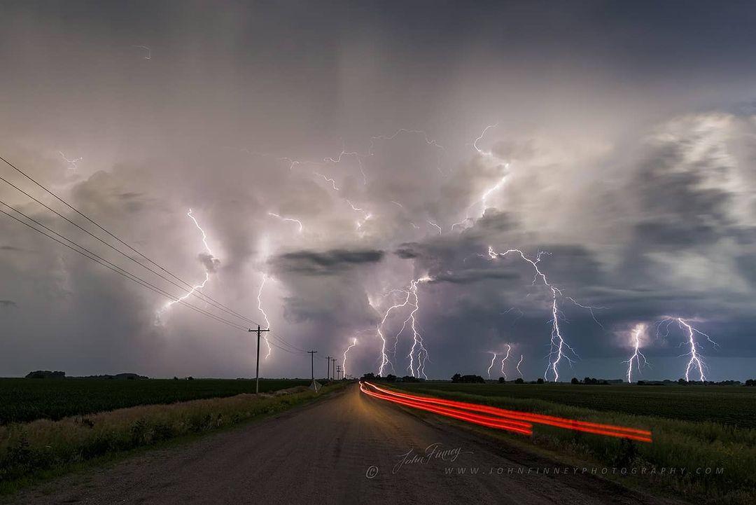 Бури и грозы на фотографиях Джона Финни