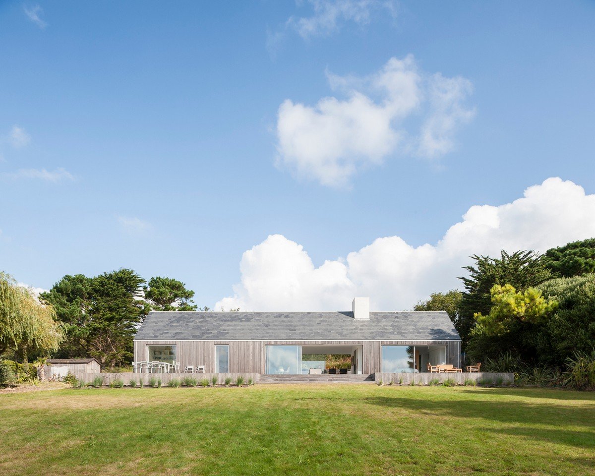 Энергоэффективный дом для отдыха большой семьи на острове Олдерни