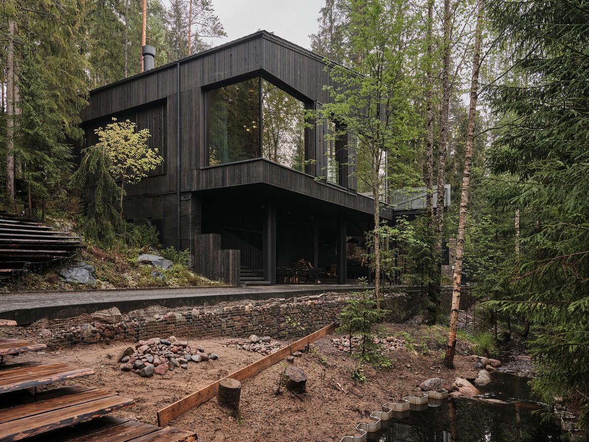 «Дом на холме» с элементами русского деревенского стиля в Карелии