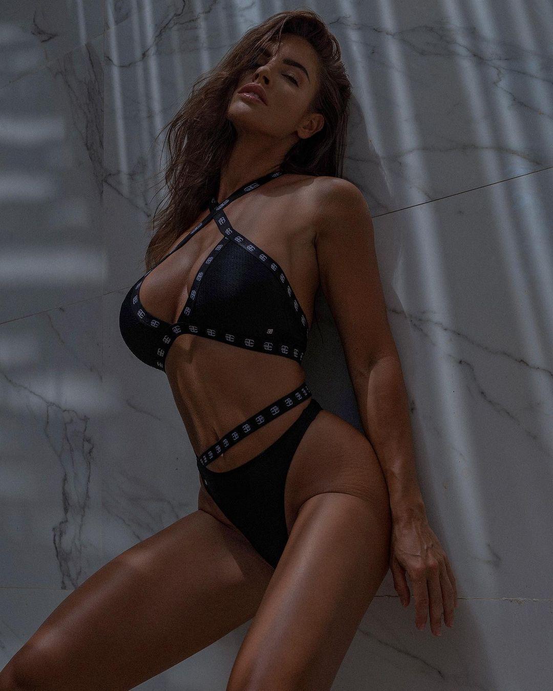 Люсия Яворчекова в сексуальных бикини
