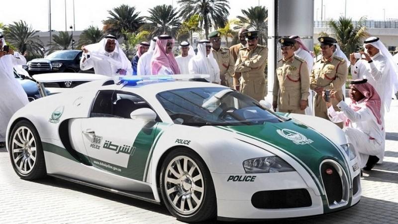 На чем ездят полицейские разных стран:  автомобили стражей порядка