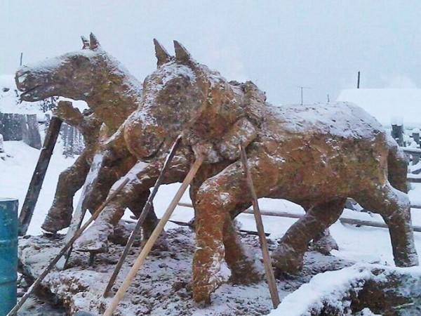 V-Sibiri-lepyat-skulptury-iz-navoza-1