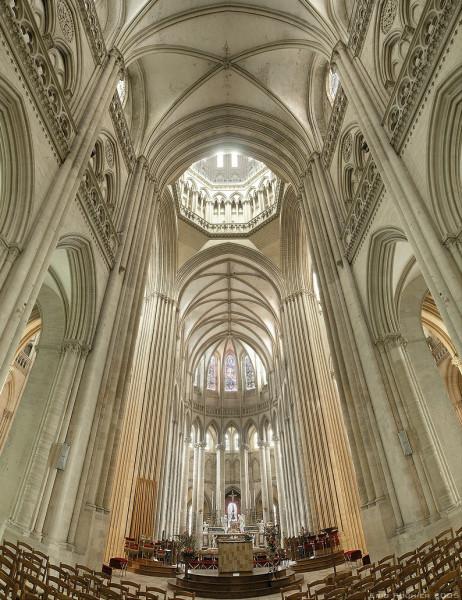 Cathedrale_de_Coutances_bordercropped