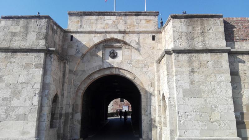 Једна од капија града.