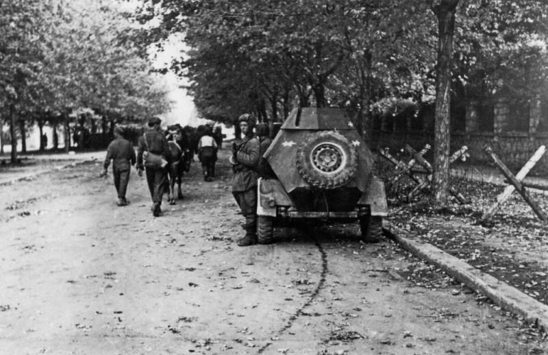 Напредовање совјетске војске кроз град.