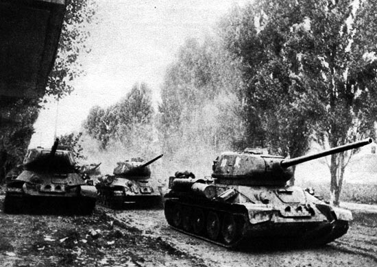 Тенкови улазе у Београд.