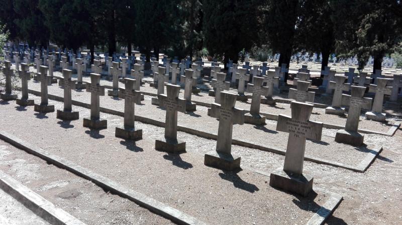Српско војничко гробље.