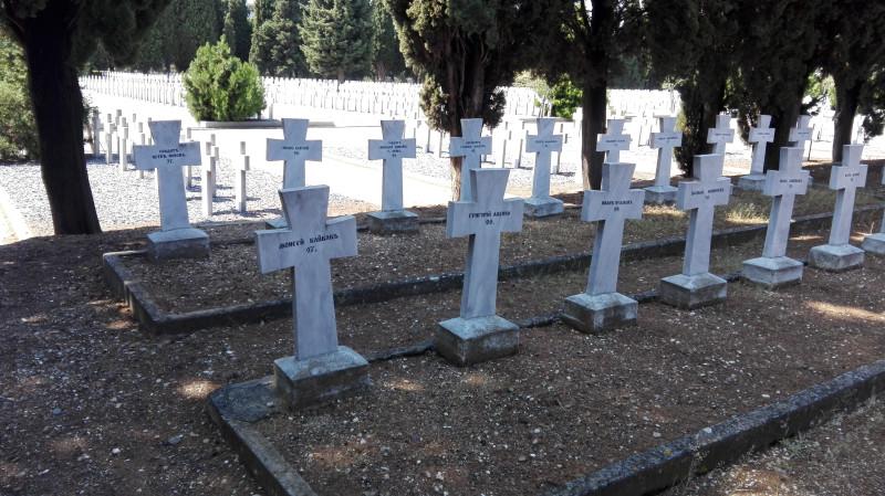 Руско војничко гробље у саставу српског гробља.
