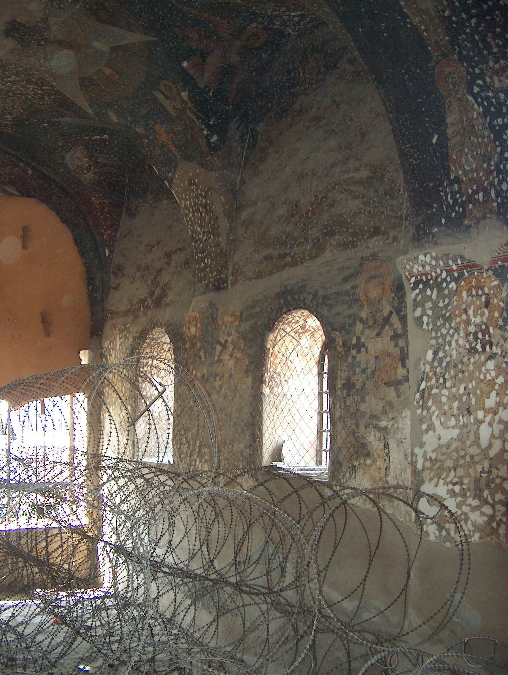 Црква је више пута нападана од стране вандала, што турских што албанских. Жилет жицу је поставио КФОР.